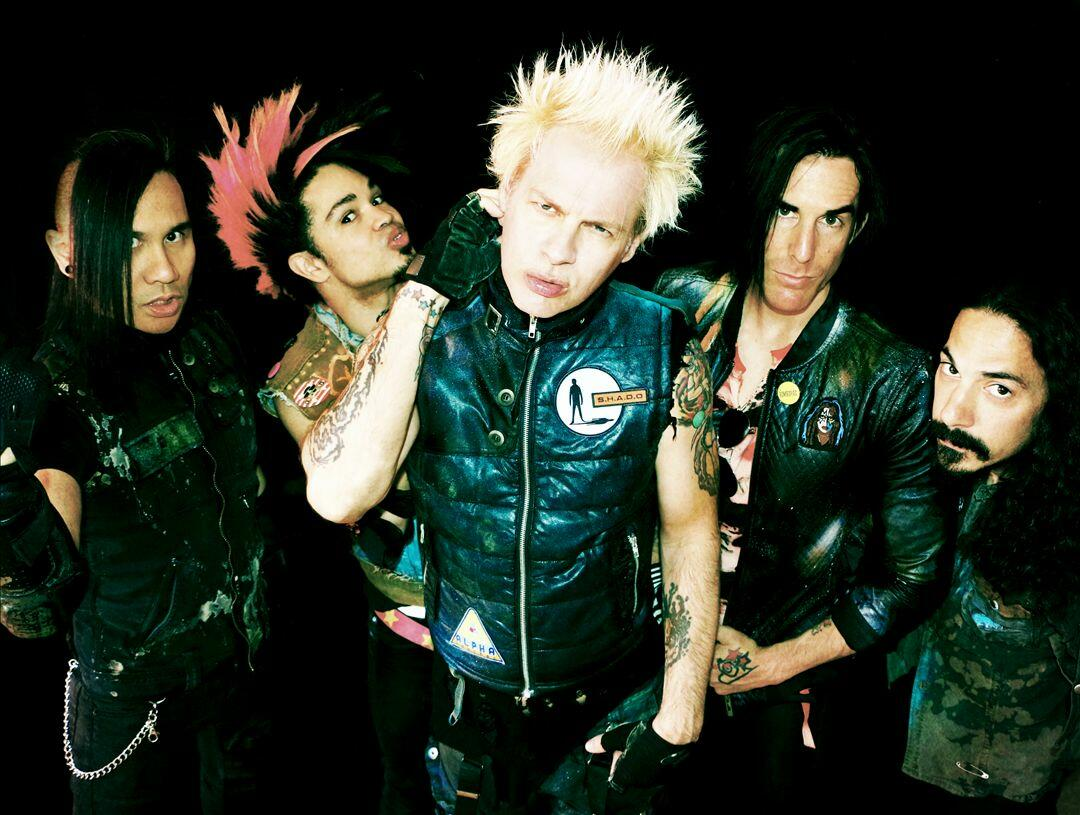 Radio further PhotosRailway in addition Powerman 5000 40518 likewise Adwoa besides Interview Sum 41s Deryck Whibley On 15204938. on on my radio