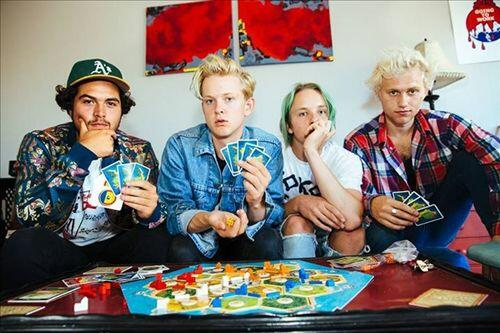 Swmrs Radio: Listen to Free Music & Get The Latest Info